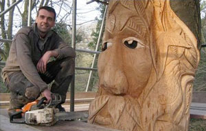Andy O'Neill Green Man chainsaw sculpture